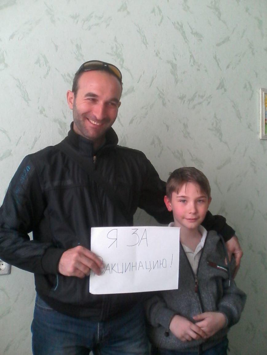 В Бахмуте дети и взрослые приняли участие в флешмобе «Я – за вакцинацию», фото-5