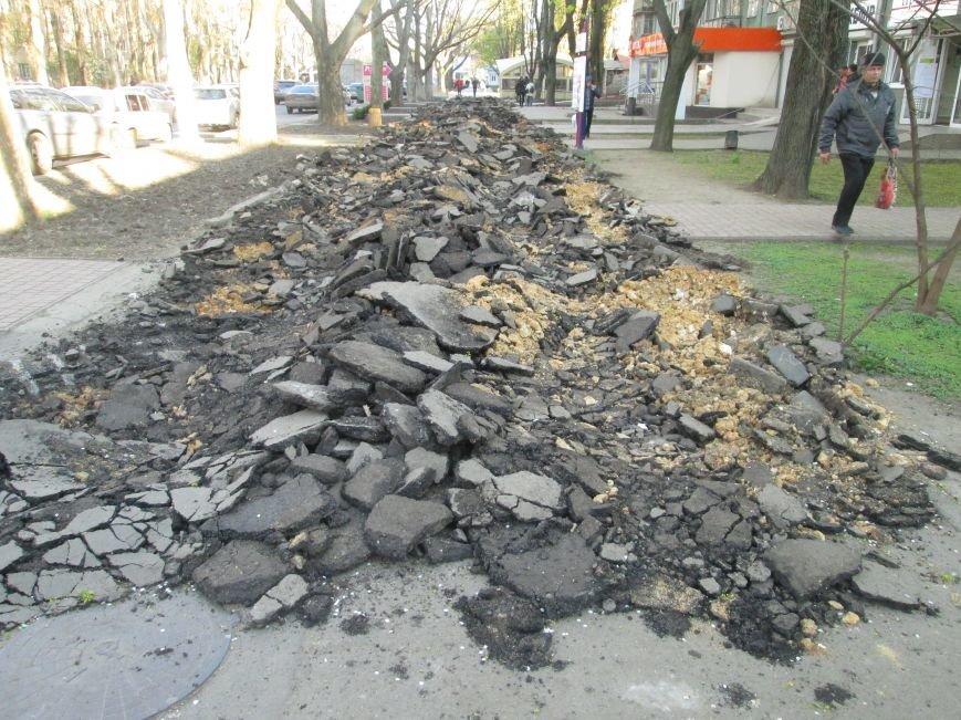 Разрыли и оставили: Как в Одессе на Черемушках «благоустраивают» тротуар (ФОТО), фото-2