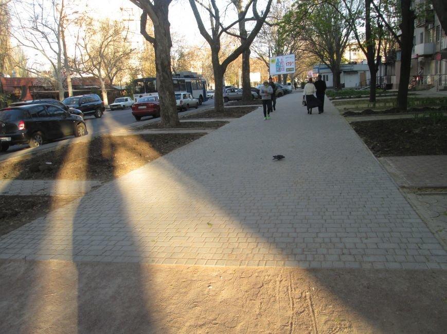 Разрыли и оставили: Как в Одессе на Черемушках «благоустраивают» тротуар (ФОТО), фото-8