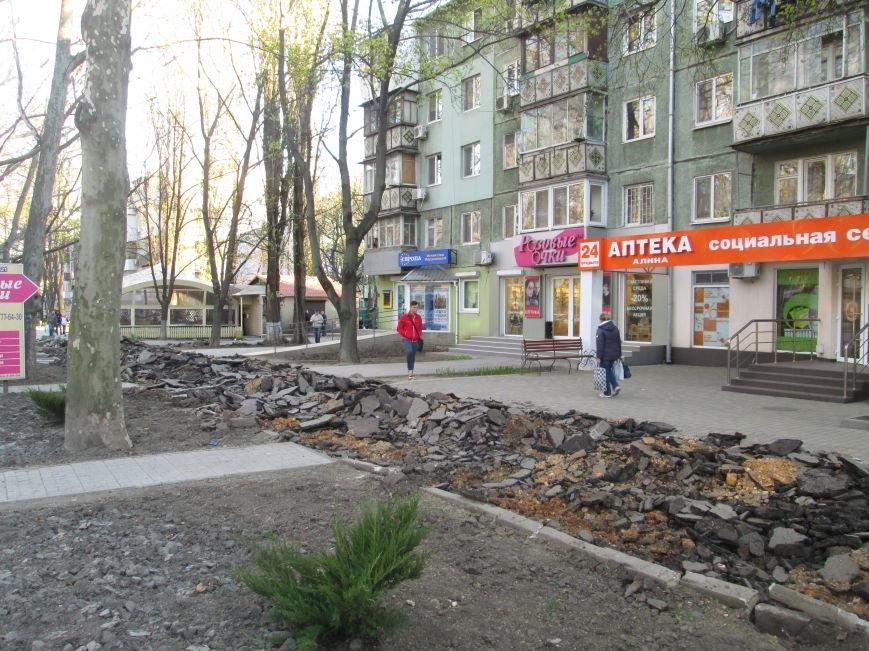 Разрыли и оставили: Как в Одессе на Черемушках «благоустраивают» тротуар (ФОТО), фото-3