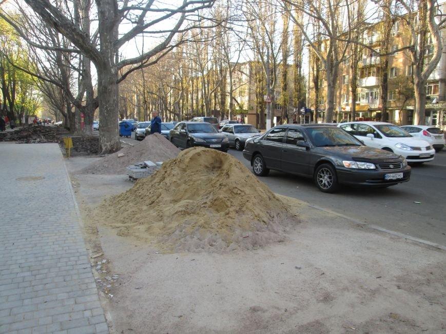 Разрыли и оставили: Как в Одессе на Черемушках «благоустраивают» тротуар (ФОТО), фото-7