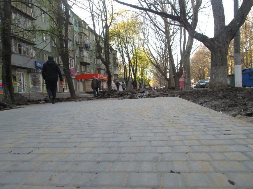 Разрыли и оставили: Как в Одессе на Черемушках «благоустраивают» тротуар (ФОТО), фото-6