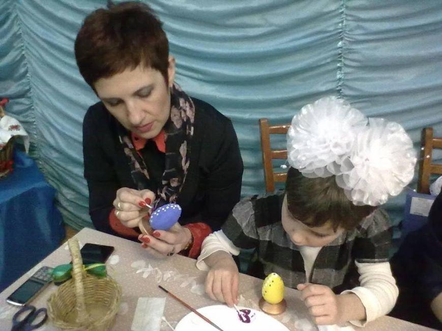 В Мирнограде чиновникам раскрыли премудрости росписи пасхальных яиц (ФОТО), фото-1