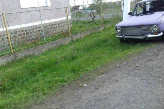"""Біля Мукачева п'яний водій без прав на """"Жигулях"""" потрапив у ДТП: фото, фото-1"""