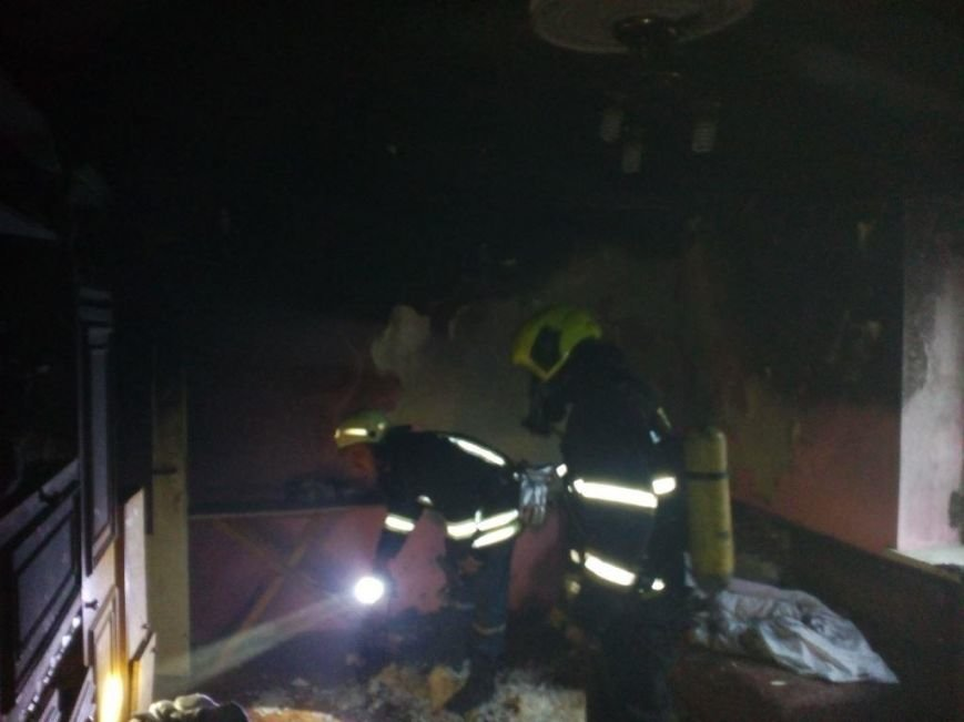 У Мукачеві пожежники евакуювали батька з донькою з палаючої квартири п'ятиповерхівки: фото, фото-4