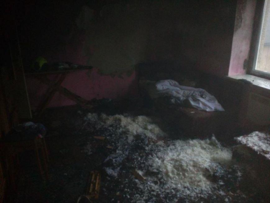 У Мукачеві пожежники евакуювали батька з донькою з палаючої квартири п'ятиповерхівки: фото, фото-3