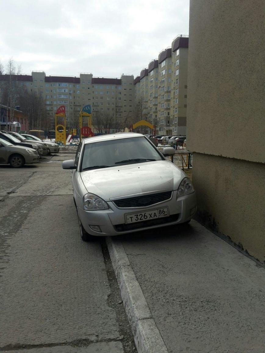 «Не пройти и не проехать!» Невежливые водители подвергают риску мам с колясками, фото-2