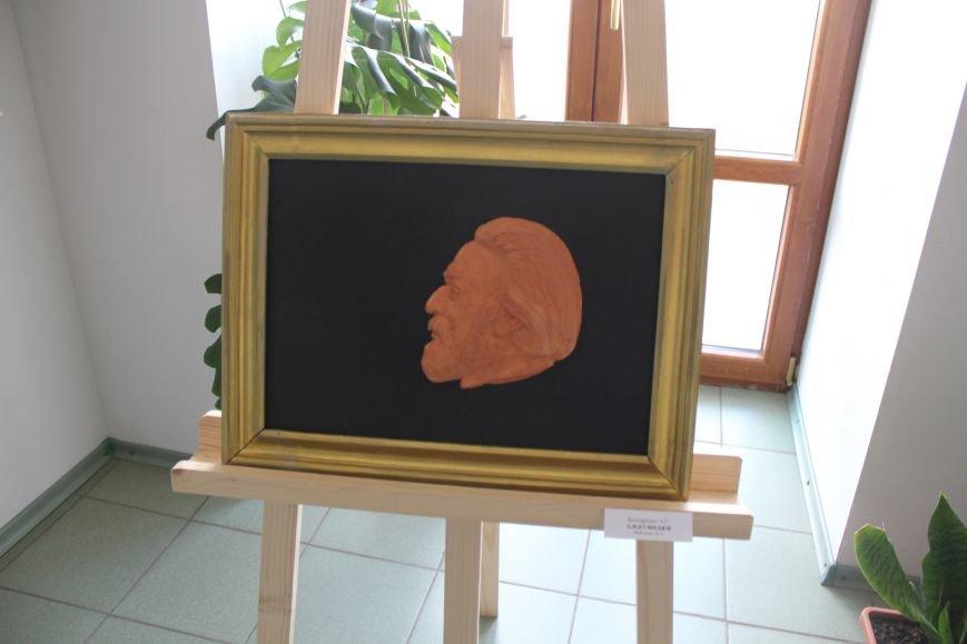 Масштабная выставка в Мариуполе: художники представили свои работы за последние 25 лет (ФОТО), фото-12