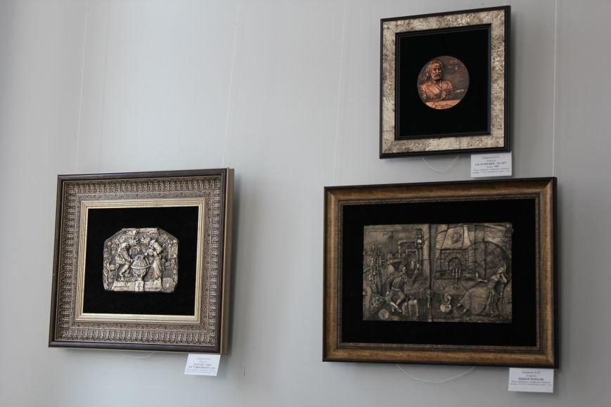 Масштабная выставка в Мариуполе: художники представили свои работы за последние 25 лет (ФОТО), фото-15