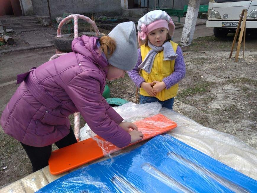 Во дворах ОСМД города Родинское устанавливают детские площадки, фото-4