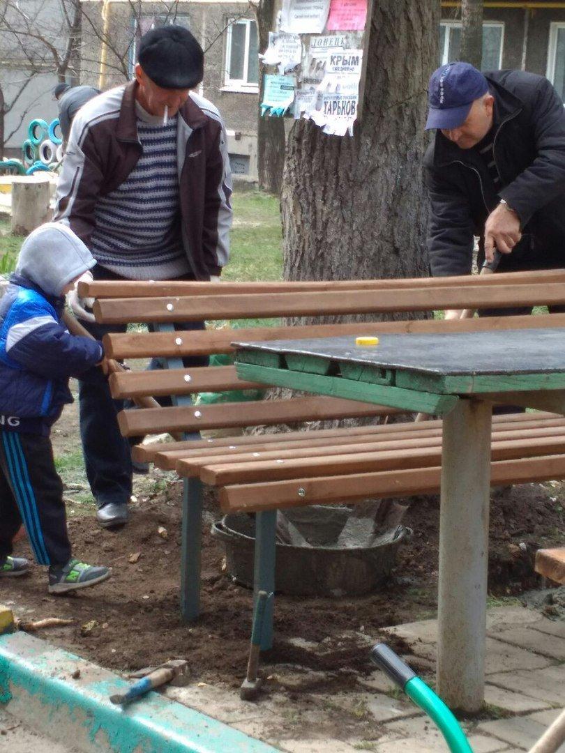 Во дворах ОСМД города Родинское устанавливают детские площадки, фото-5