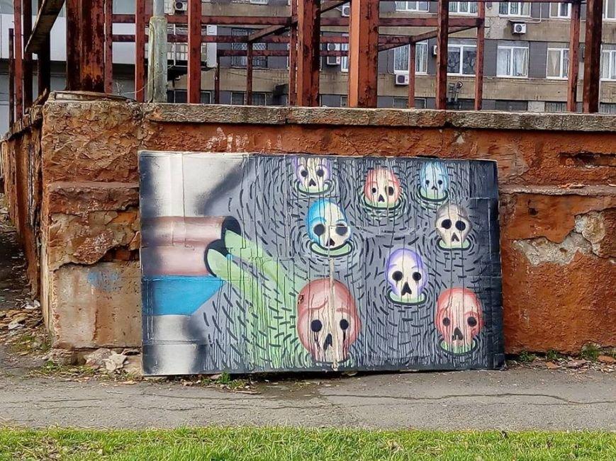 Черепушки в заводских выбросах: в Мариуполе искусство совершило интервенцию в публичность (ФОТО), фото-1