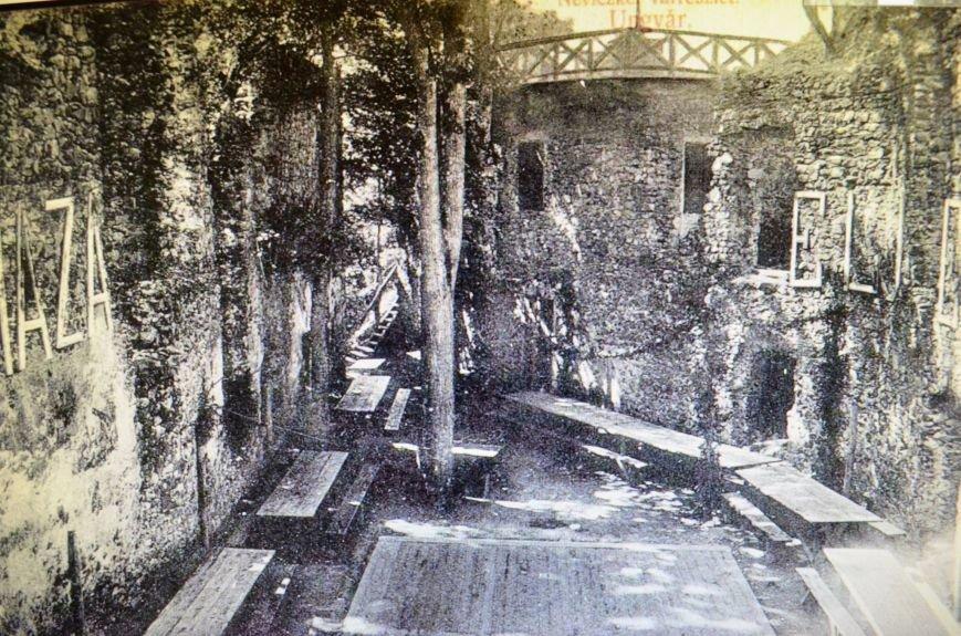 Як виглядало подвір'я Невицького замку на Ужгородщині 100 років тому: фото, фото-1