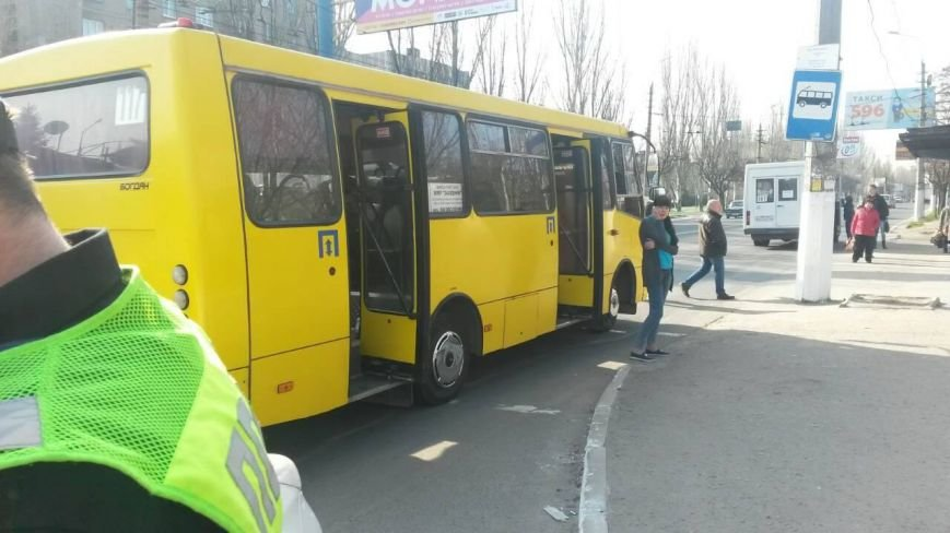 В Мариуполе маршрутка сбила девочку-подростка (ФОТО), фото-1