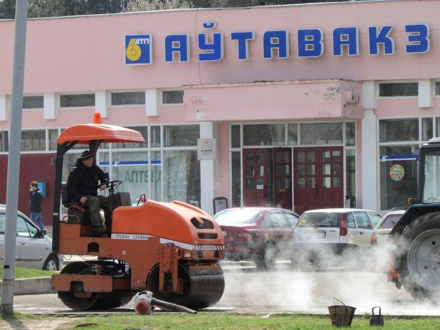 В Новополоцке возле автовокзала чинят дорогу. Движение транспорта ограничено, фото-9
