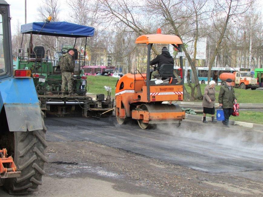 В Новополоцке возле автовокзала чинят дорогу. Движение транспорта ограничено, фото-3