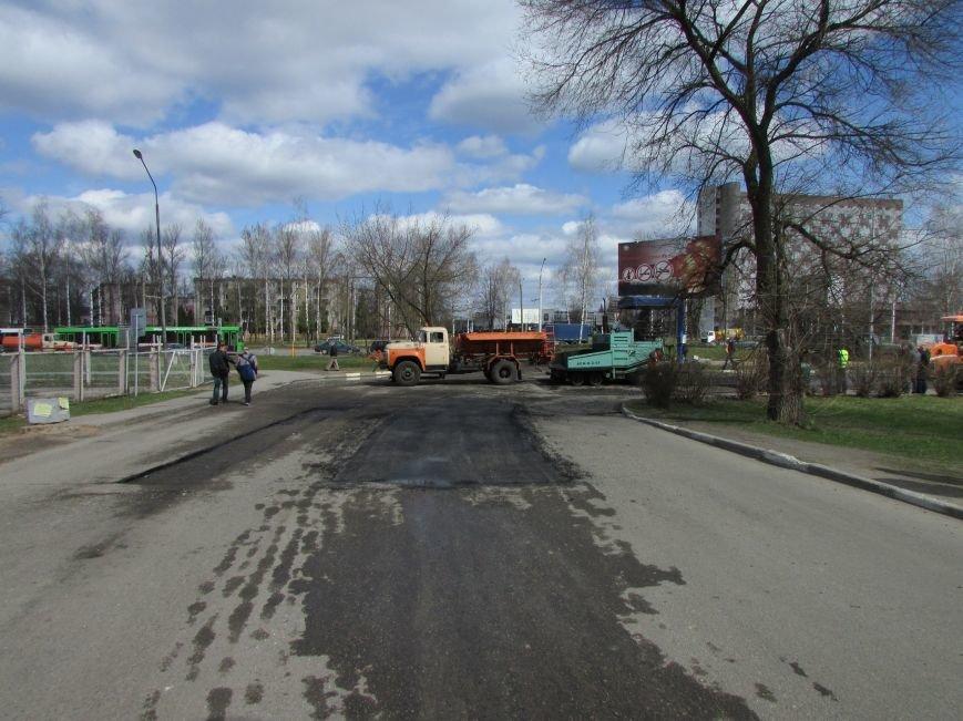 В Новополоцке возле автовокзала чинят дорогу. Движение транспорта ограничено, фото-10
