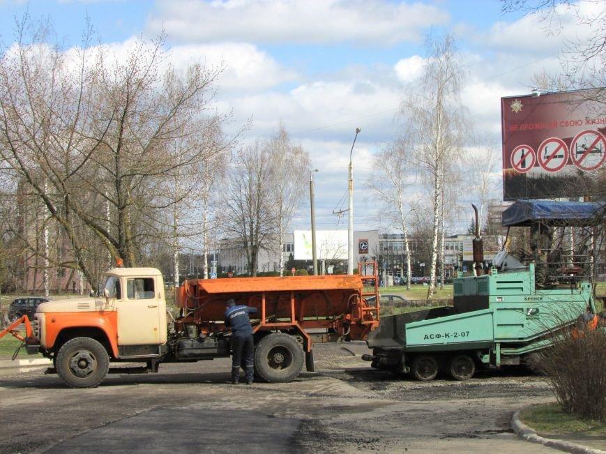 В Новополоцке возле автовокзала чинят дорогу. Движение транспорта ограничено, фото-12