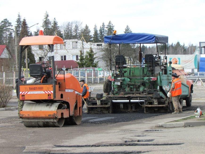 В Новополоцке возле автовокзала чинят дорогу. Движение транспорта ограничено, фото-5