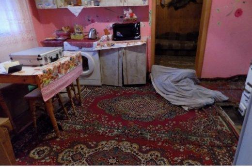 """На Закарпатті 48-річна жінка дерев'яною палицею вбила свою матір, а потім викликала """"швидку"""": фото, фото-1"""