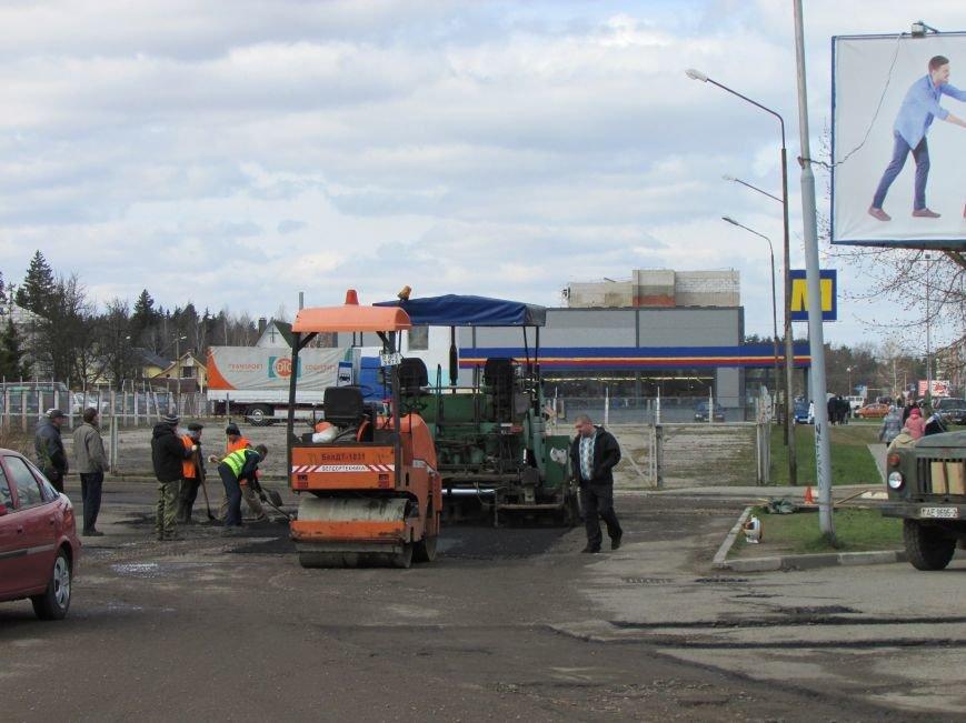 В Новополоцке возле автовокзала чинят дорогу. Движение транспорта ограничено, фото-1