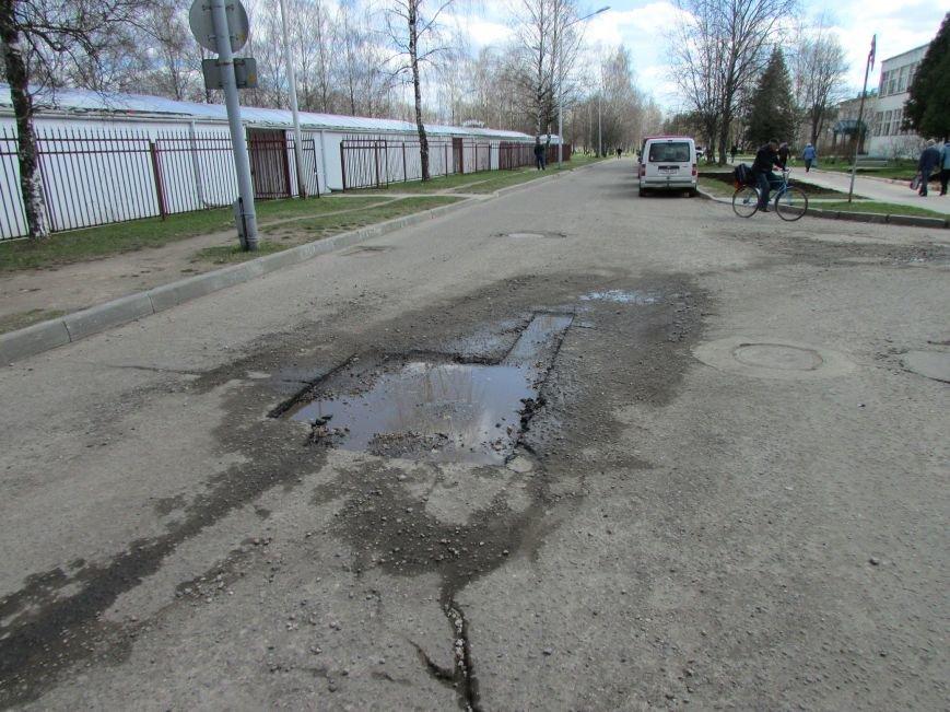 В Новополоцке возле автовокзала чинят дорогу. Движение транспорта ограничено, фото-14