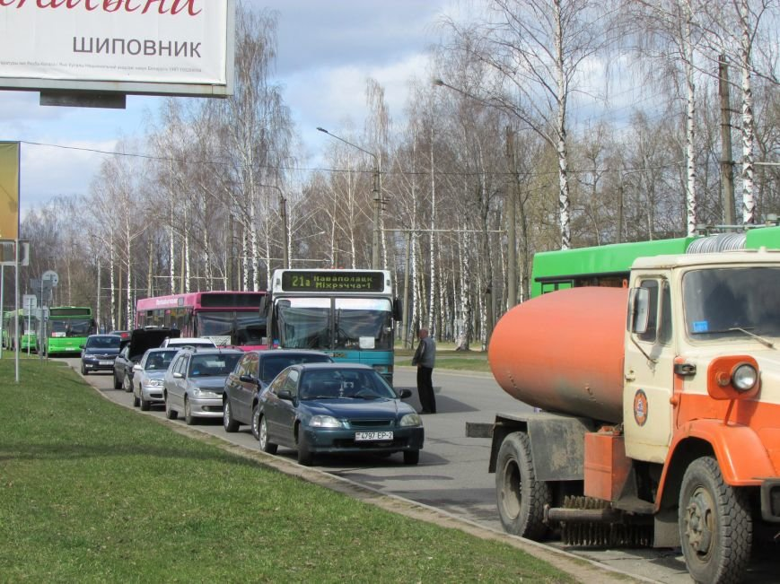 В Новополоцке возле автовокзала чинят дорогу. Движение транспорта ограничено, фото-11