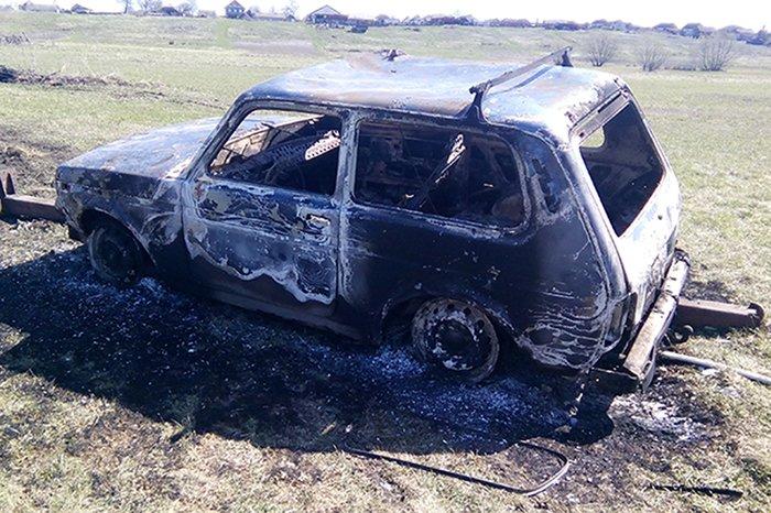 Невезучие угонщики попали в аварию и сожгли «Ниву», фото-1