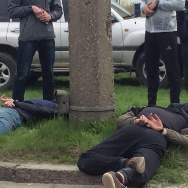 В Мариуполе 5 мужчин с мешками на голове уложили на землю (ФОТО+ВИДЕО+ДОПОЛНЕНО), фото-1