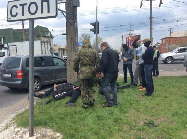 В Мариуполе 5 мужчин с мешками на голове уложили на землю (ФОТО+ВИДЕО+ДОПОЛНЕНО), фото-2