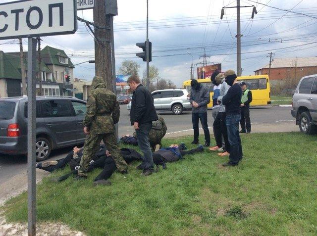 В Мариуполе 5 мужчин с мешками на голове уложили на землю (ФОТО+ВИДЕО+ДОПОЛНЕНО), фото-4