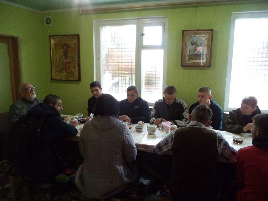 Условно осужденные пили чай с священнослужителями, фото-1