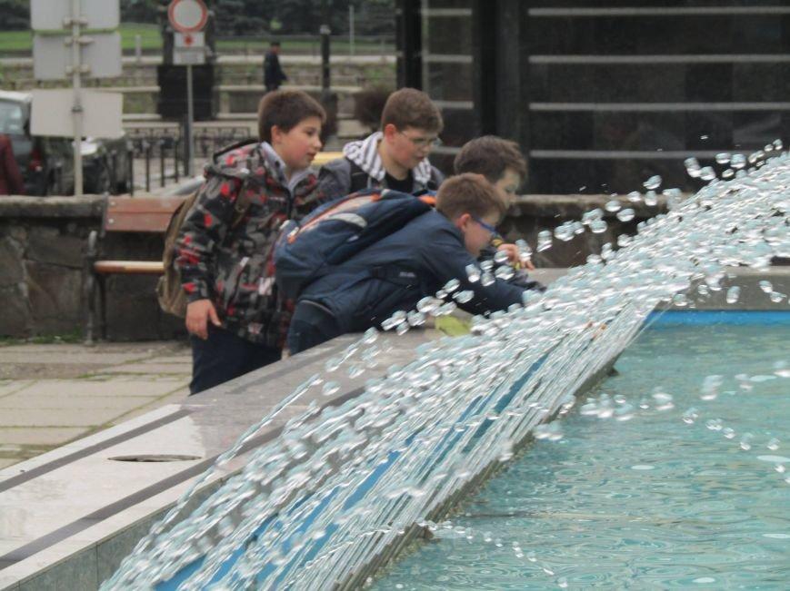 В Ужгороді до Великодня запрацювали фонтани: фото, фото-2