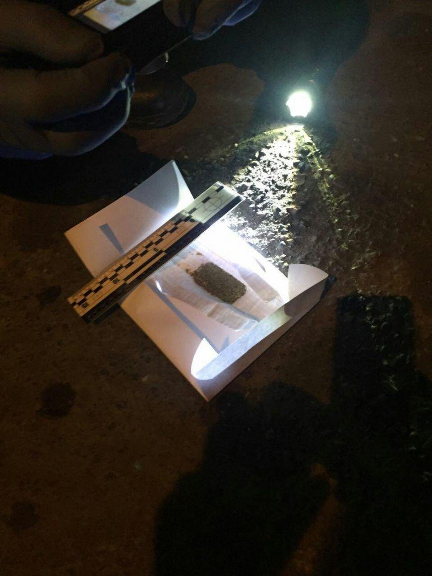Як у присутності патрульних ужгородець хотів позбутись наркотиків: фото, фото-2