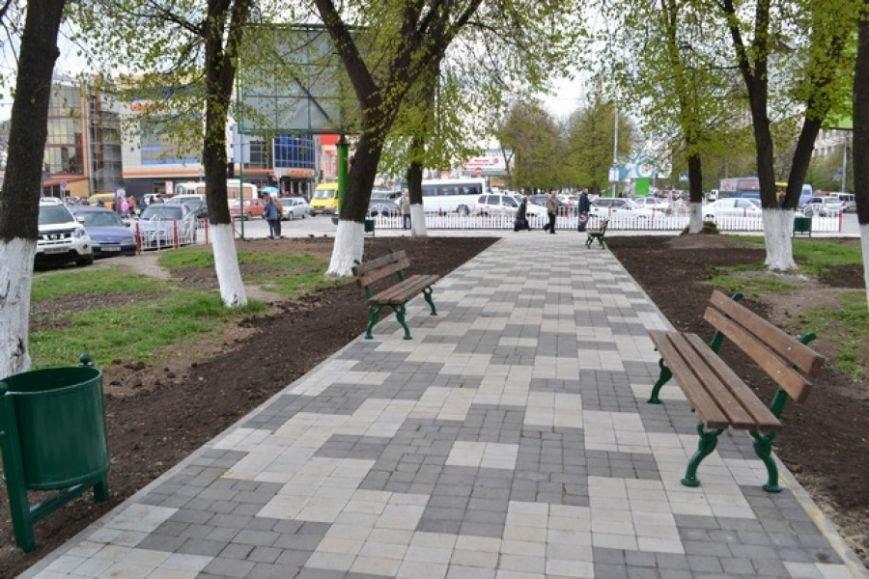 Завершено благоустрій алей на проспекті Грушевського, фото-2