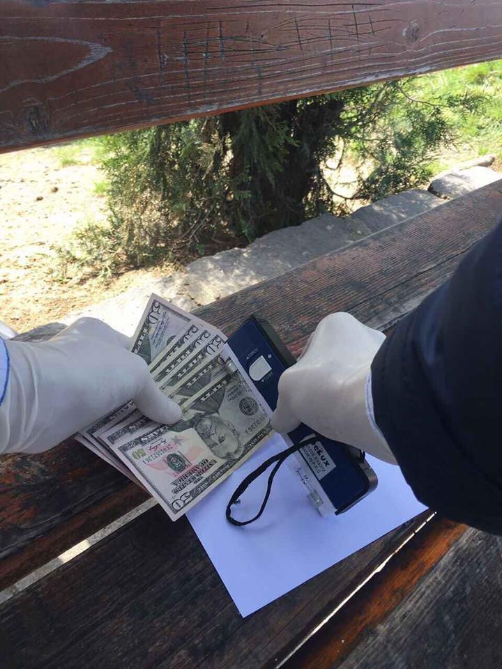 Прокуратура розповіла деталі затримання хабарників із внутрішньої безпеки ДФС в Ужгороді: фото, фото-2