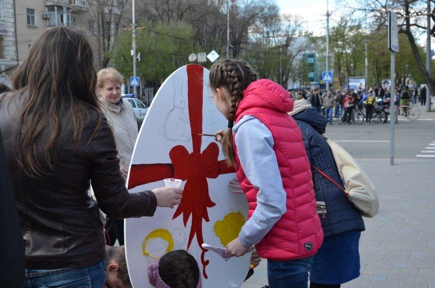 На Театральной площади в Мариуполе разукрашивали огромные писанки (ФОТО+ВИДЕО), фото-14