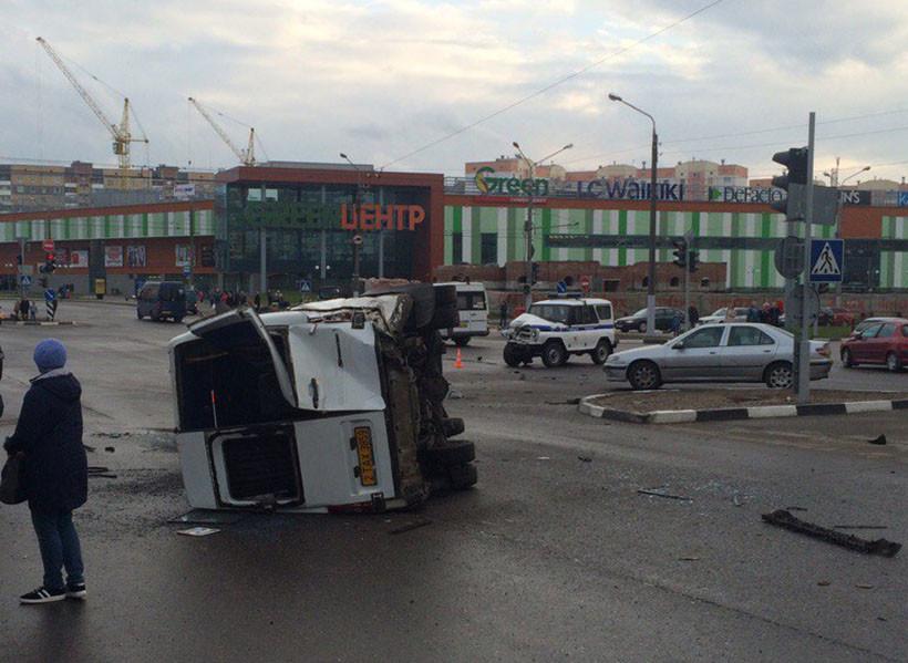 В Витебске милицейский УАЗ врезался в маршрутку: есть пострадавшие. ВИДЕО, фото-1