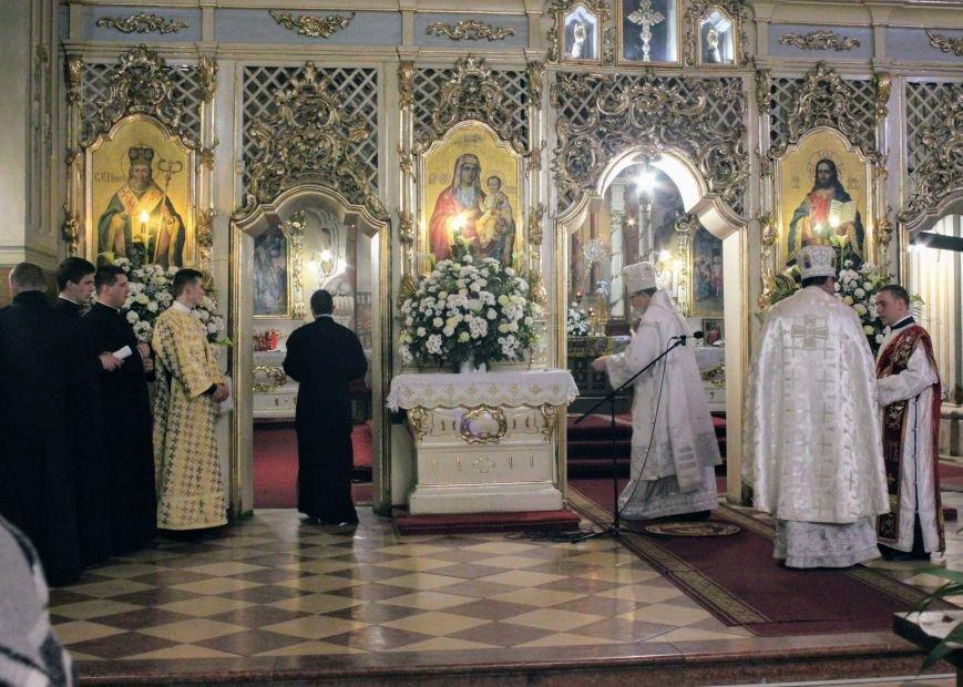 Як ужгородці святили паски у Кафедральному соборі: фоторепортаж, фото-4