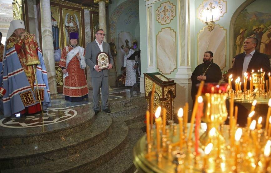 Симферополь встретил Благодатный огонь (ФОТО, ВИДЕО), фото-6
