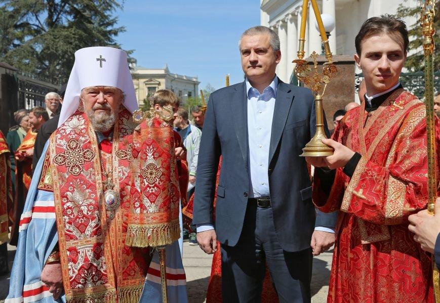 Симферополь встретил Благодатный огонь (ФОТО, ВИДЕО), фото-1