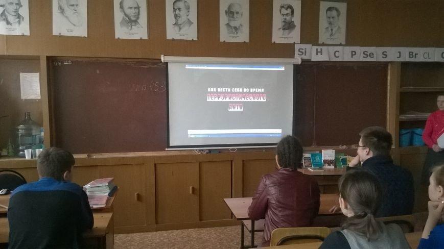 Школьникам Новошахтинска рассказали о терроризме и борьбе с ним, фото-2