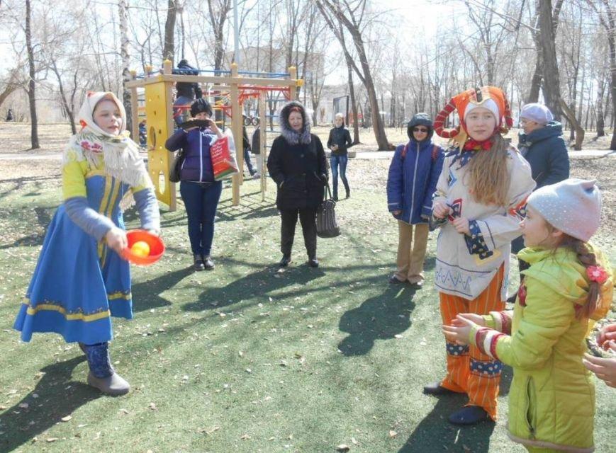 В ульяновском сквере скоморохи устроили веселье. ФОТО, фото-4