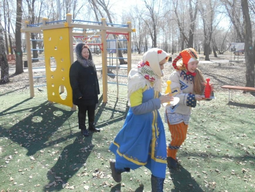 В ульяновском сквере скоморохи устроили веселье. ФОТО, фото-2