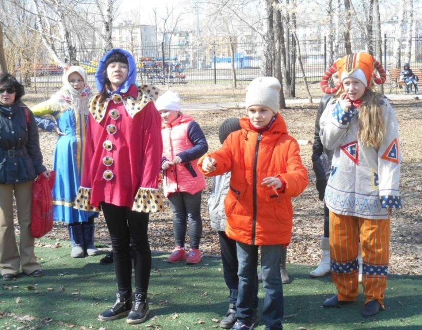 В ульяновском сквере скоморохи устроили веселье. ФОТО, фото-1