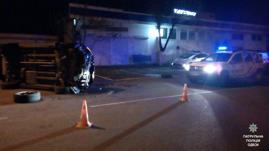 Пьяный одессит врезался в столб и перевернул машину (ФОТО), фото-3