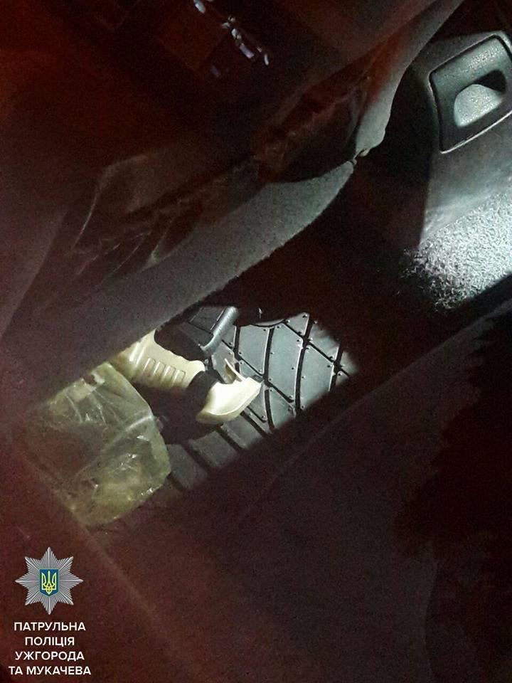 """В Ужгороді на Капушанській п'яний водій """"Пежо"""" влаштував стрілянину: фото, фото-3"""