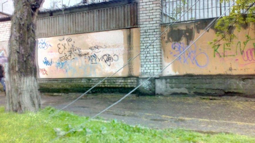 В Херсоне на углу пр. Ушакова и ул. Красного Креста не работает светофор (фото), фото-2