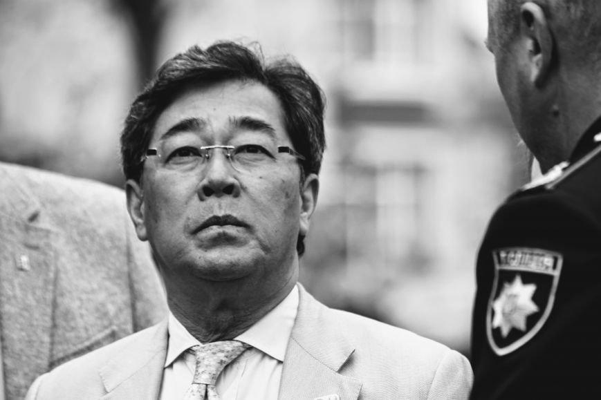 В Ужгороді на Православній набережній та проспекті Свободи дипломат із Японії посадив сакури: фоторепортаж, фото-10