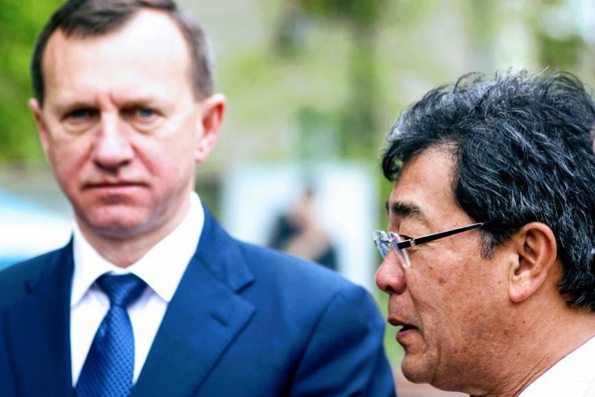 В Ужгороді на Православній набережній та проспекті Свободи дипломат із Японії посадив сакури: фоторепортаж, фото-20